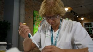 Irina Kril filling microplate with pipette at Formula-X Lviv 2019 pippeting skills contest
